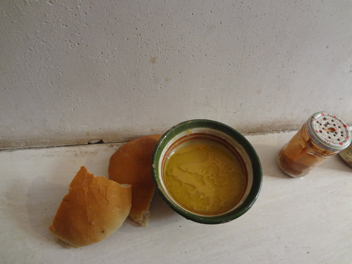 Zdjęcie tradycyjnej zupy Bissara w Marrakesz Maroko