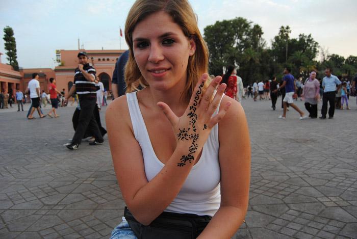 Blondynka w Marrakeszu