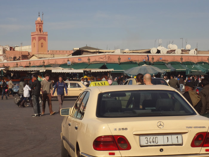 Grand taxi w Marrakeszu