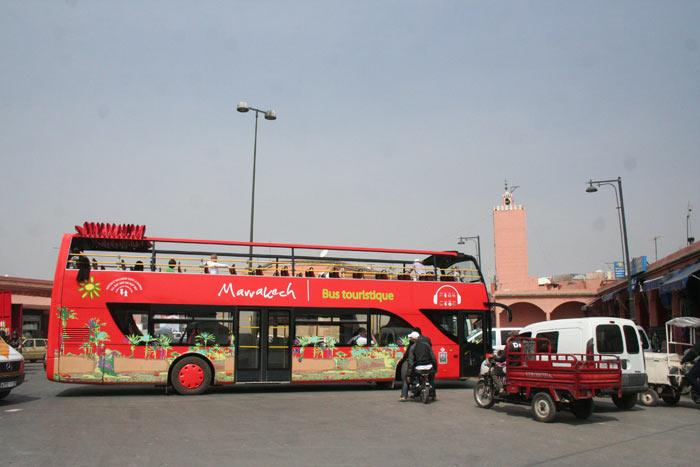 Zdjęcie autobusu wycieczkowego City Sightseeing Bus w Marrakesz niedaleko Bab Mellah